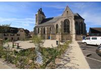 Place de l'église à Troissy